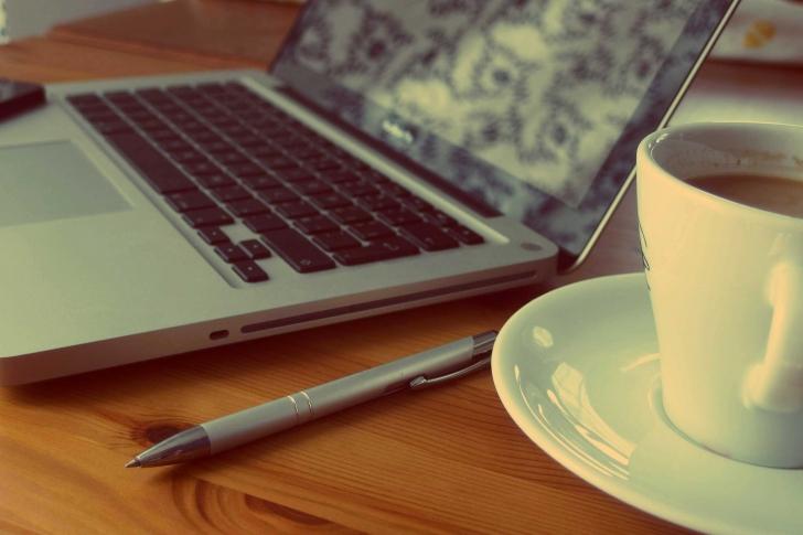 アフィリエイトを始めるのに必要なノートパソコンの最低限のスペックはどれくらい必要?